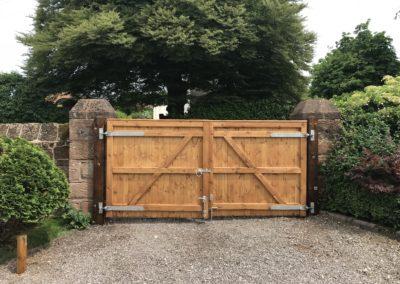 Flat top T&G gates - back