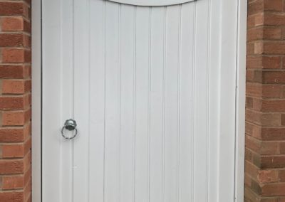 T&G concave top gate