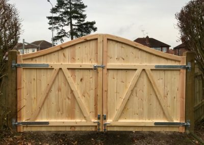 Arched top T&G driveway gates